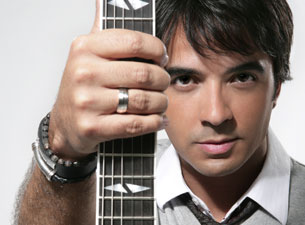 Luis Fonsi Tickets